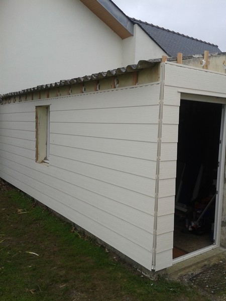 Bardage pvc maison pose de isolation murs isolation for Bardage pvc exterieur