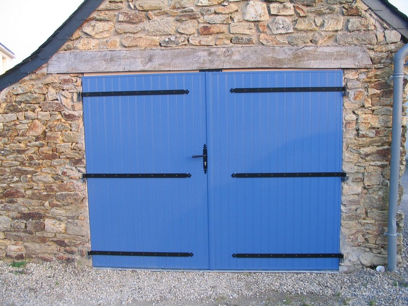 Porte de garage dam menuiseries menuisier theix for Fabrication porte garage bois 2 vantaux
