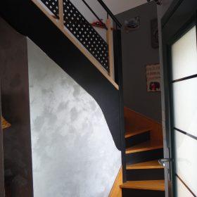 Changement de la rampe d'escalier et peinture des contre marches