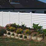 clôture PVC blanc sur pente