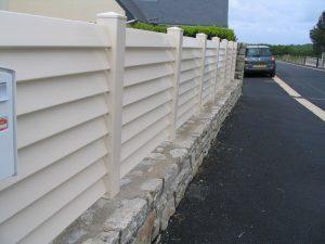 Clôture en PVC sur muret