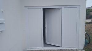 Porte de garage en PVC blanc avec 1 ouvrant
