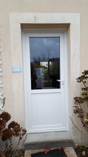 Porte d 39 entr e bois alu pvc mixte vannes theix morbihan for Porte exterieure vitree
