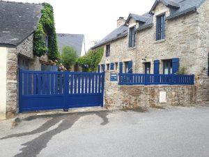 Clôture et portail ALU bleu, Dam menuiserie à Theix, Vannes