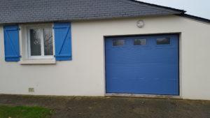Porte de garage sectionnelle avec hublots